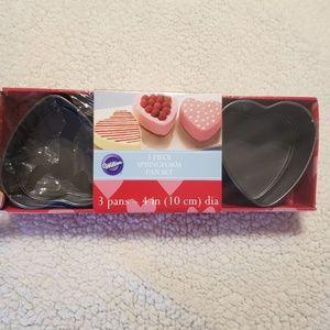 NWT Wilton 3 Piece Springform Heart Pan Set